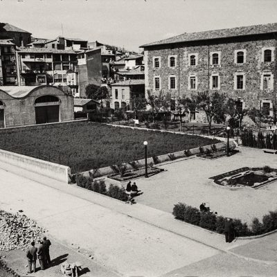 Vista parcial del centre d'Olot. ACGAX. Emili Pujol Planagumà, c. 1954