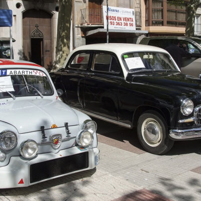 Exposició de la història del motor a la Garrotxa amb un monogràfic de cotxes SEAT. ACGAX. Servei d'Imatges. Fons Ajuntament d'Olot. Autor desconegut, 2009.