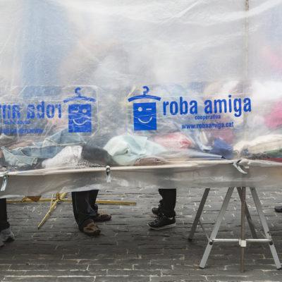 Mercat extraordinari de roba al passeig de Ramon Guillamet, o Firalet. ACGAX. Servei d'Imatges. Fons Ajuntament d'Olot. Autor: Quim Roca Mallarach, 2015.