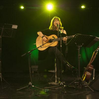 Concert de Maria del Mar Bonet a la sala El Torín. ACGAX. Servei d'Imatges. Fons Ajuntament d'Olot. Autor: Quim Roca Mallarach, 2013.