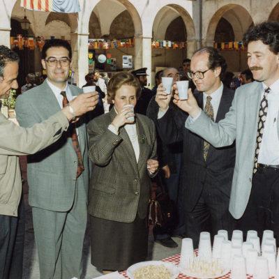 Autoritats brindant per l'èxit de la Fira. ACGAX. Servei d'Imatges. Fons Jaume Tané Cufí. Autor desconegut, 1994.