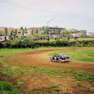 Eslàlom automobilístic al Polígon Industrial Pla de Baix. ACGAX. Servei d'Imatges. Fons Jaume Tané Cufí. Autor desconegut, 2000.