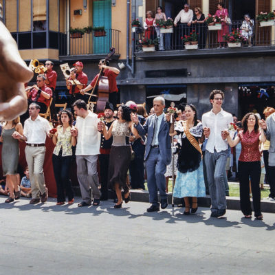 Vista parcial de la sardana de Corpus, a la plaça Major. ACGAX. Servei d'Imatges. Fons Ajuntament d'Olot. Autor desconegut, 2003.
